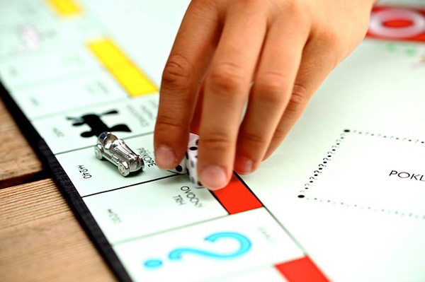 monopoly, passing go, playing, board game
